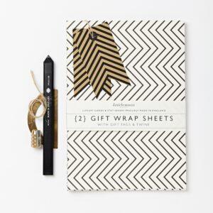 Geschenkpapier-Set mit schwarz-weissem Zickzack-Muster von Katie Leamon