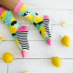Hochwertige bunte Socken aus Baumwolle im Zitronen-Design von Woven Pear