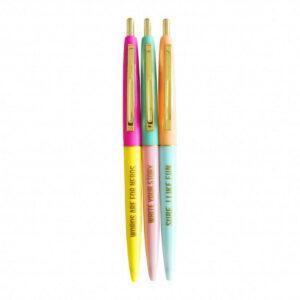 Drei bunte Kugelschreiber mit witzigen Sprüchen von Studio Stationery