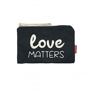 Schwarze Kosmetiktasche mit Aufdruck -Love matters- von hello-bags