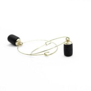 Stylische Creolen Ohrringe, vergoldet mit schwarzen Anhängern von 5MM Paper