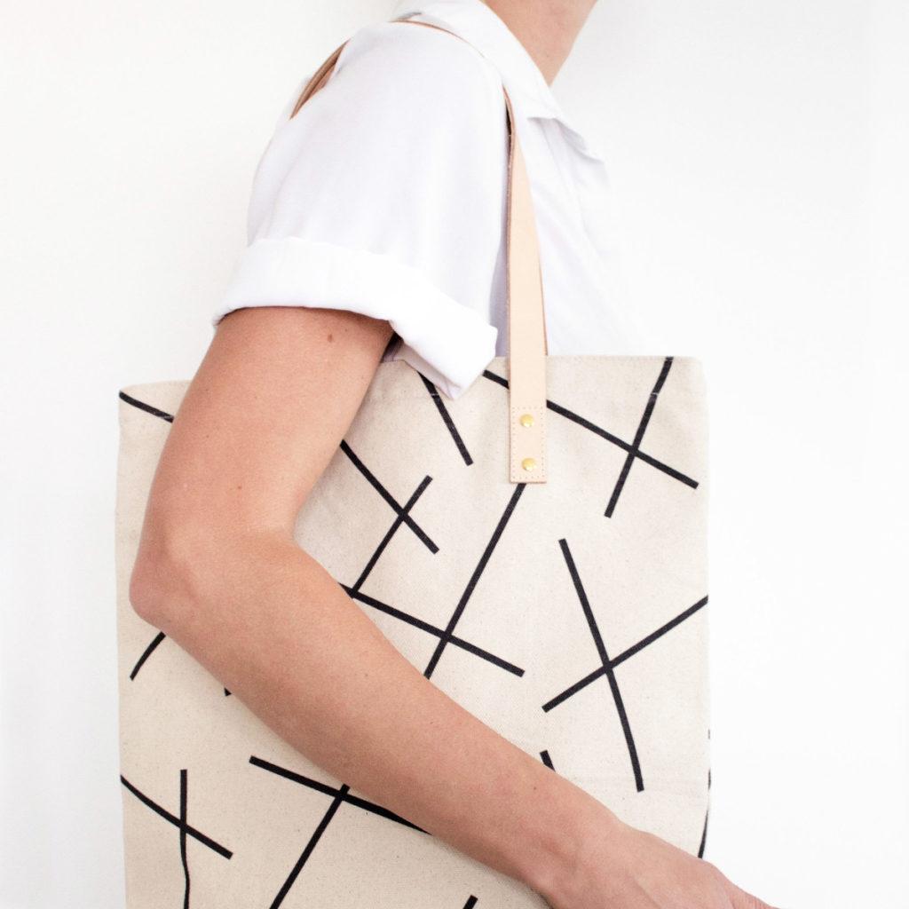 Schicker Shopper/Einkaufstasche aus Canvas mit Linienmuster von 5 mm paper