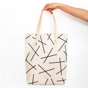 Geräumiger Shopper aus natürlichem Canvas mit Ledergriffen